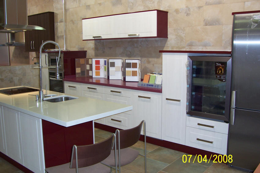 Muebles de cocina en pe aranda electrodom sticos armarios for Cocinas con peninsula y mesa