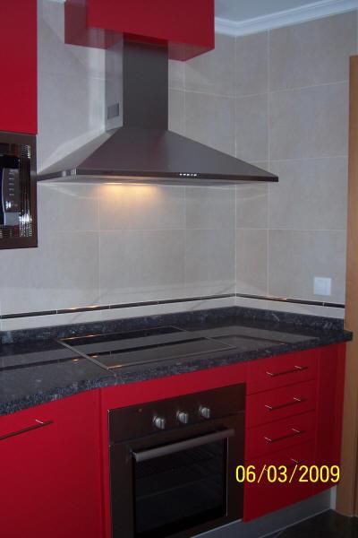 Muebles de cocina en pe aranda electrodom sticos armarios empotrados cocinas samar algunas - Cocinas con campana decorativa ...